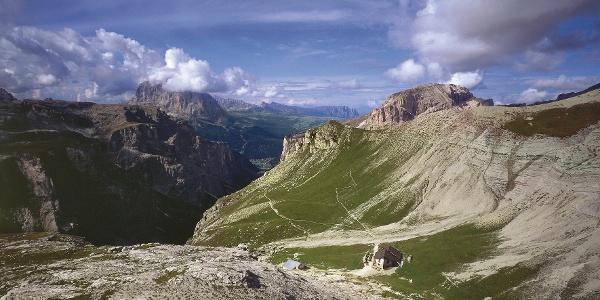 Die Pùezhütte im Pùez-Geisler-Gebiet, eine ganz besondere Bergwelt.