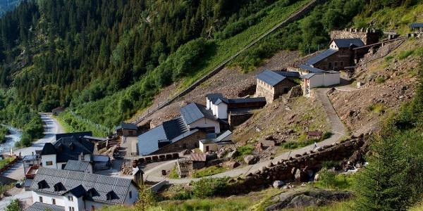Vom Bergwerkmuseum in Ridnaun führt der Tiroler Höhenweg hinein ins Lazzacher Tal.