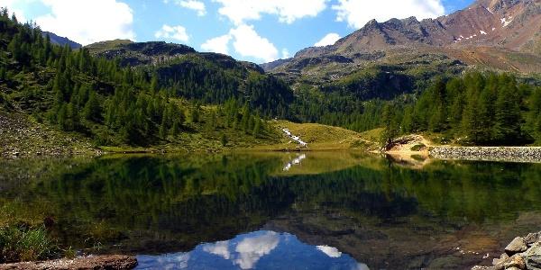 Eine prächtige Landschaft erwartet Wanderer auf der Vier-Seen-Runde in Ulten.