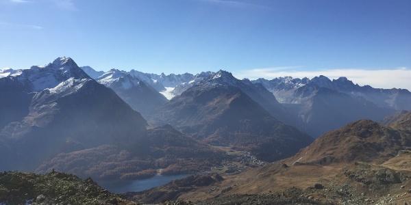 Aussicht von der Fuorcla Grevasalvas Richtung Engadin und Bergell