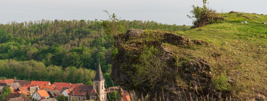 Steinberg mit Scharzfeld im Hintergrund