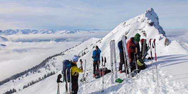 Gipfelpause - im Hintergrund der steile Gebra