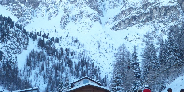 Steilhang zwischen Skipiste und Lizumer Kar (direkt über dem Holzhaus)
