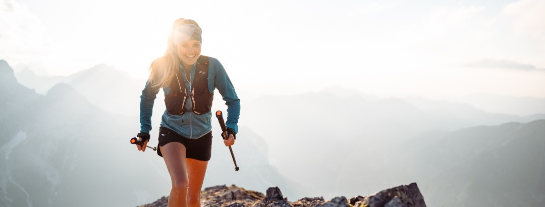 Verena Helminger, die Salewa Hüttenpraktikantin beim Berglauf in Aktion