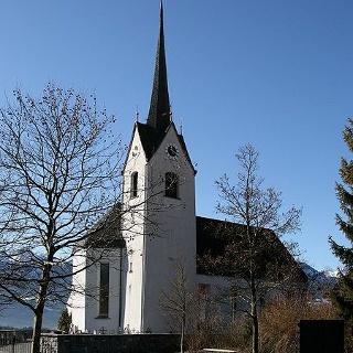 Schnifis, Katholische Pfarrkirche Heiliger Johannes der Täufer und Friedhof