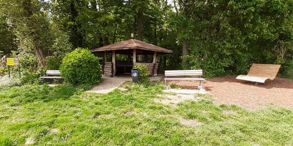 Eulenhorst-Hütte mit Hügelsofa