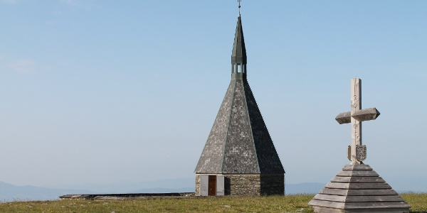 Kapelle und Gipfelkreuz am Hochwechsel
