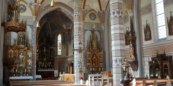 Silbertal, Katholische Pfarrkirche Heilige Josef und Nikolaus mit Friedhof