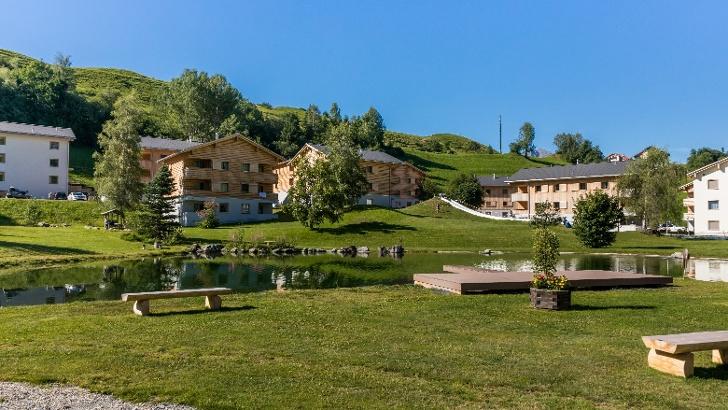 3 Nächte in einer Premium-Ferienwohnung im Pradas Resort in Brigels für max. 4 Personen inkl. Eintritt in die Bade- und Saunalandschaft, in den von Ravensburger gestalteten Kidsclub und weiteren Top-Inklusive-Leistungen