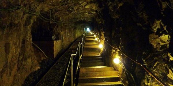 In der Kubacher Kristallhöhle