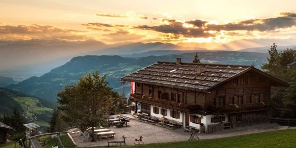 In the middle of Sciliar-Catinaccio Nature Park the Hofer Alpl invites to pass a holiday surrounded by nature.