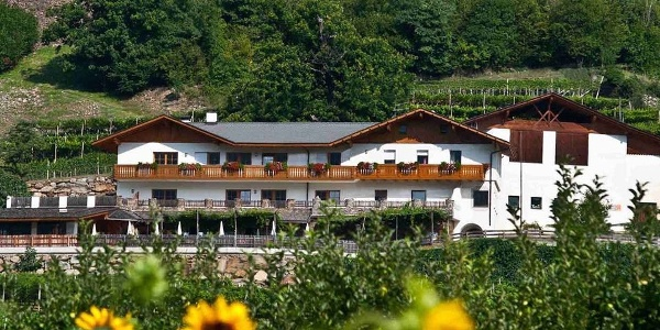 The family-friendly Happichl Restaurant is located on the sunny hillside in Rablà.