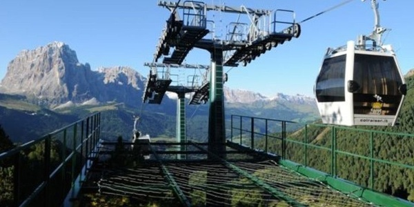 The cable car Col Raiser leads from Selva up to the pastures of Val Gardena.