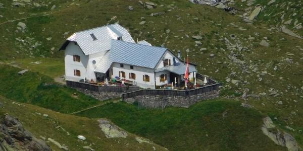 Il Rifugio Cima Fiammante nel Gruppo di Tessa è meta escursionistica ideale e perfetta per pernottare durante escursioni di vari giorni.