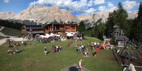 The Saraghes hut lies in paradise between the Dolomites in Val Badia.