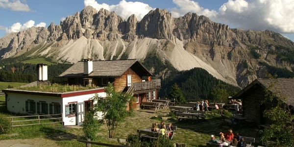 In the Schatzerhütte in the plose area near Bressanone you can nearly touch the sky.