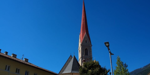 With approximately 90 m of the steeple of the parish church of Schlanders is one of the highest in South Tyrol.