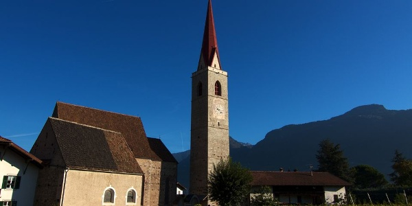 Die Pfarrkirche Maria Himmelfahrt in Lana ist ein spätgotisches Meisterwerk.