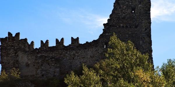 Einst Besitz der Herren von Annenberg, heute bescheidene Ruine, Untermontani
