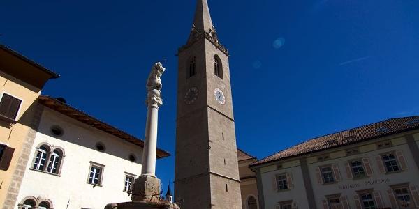Der freistehende Kirchturm am Marktplatz