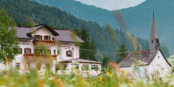 Welcome to the Hotel Gasthof Alpenrose in St. Valentino!