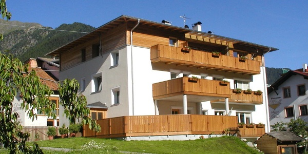 The cosy four apartments of Erika Apartament house vary in size and offer space for two to seven guests.