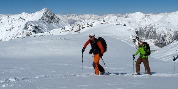 Aufstieg über wunderbares Skigelände.