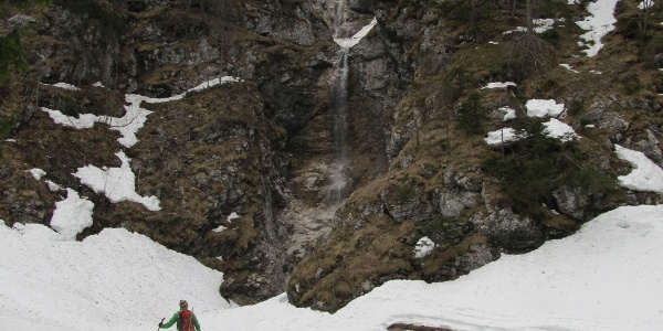 Der Klapfboden vor dem steilen Waldstück