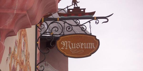 Schild des Innschifffahrtsmuseums Neubeuern