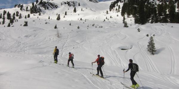 """Auf ca. 2000 m zweigen wir rechts ab Richtung """"Hintere Karle""""."""