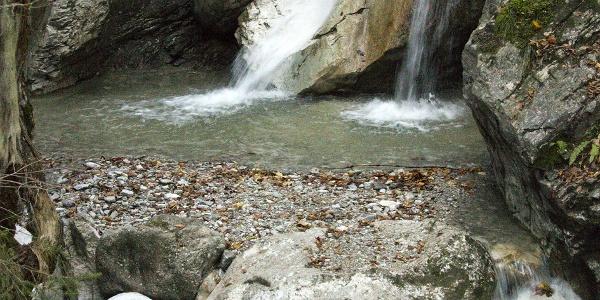 Das erste Glanzlicht auf der Tour ist der Kaltwasserfall in der Nähe des Ausgangspunktes.