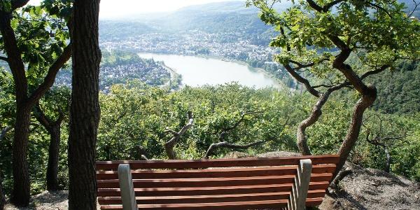 Ruhebank mit Ausblick auf Boppard und Filsen