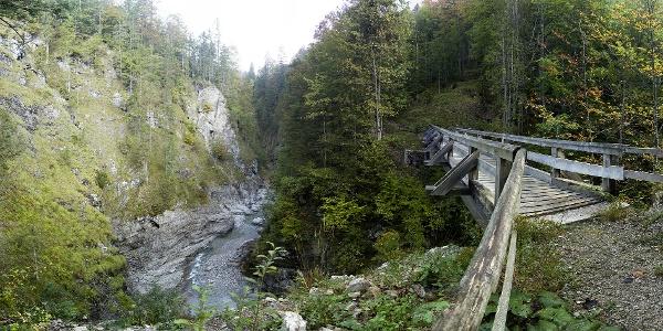 Die Brücke über die Dürrachklamm, wo einst Filmszenen des Jägers von Fall gedreht worden sind.