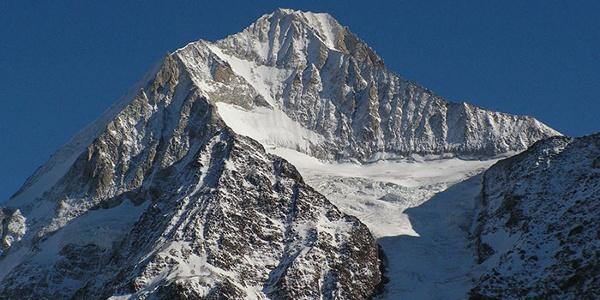 Die Grundsteine des Tourismus im Lötschental wurden durch englische Alpinisten, welche das Bietschhorn bestiegen, gelegt.