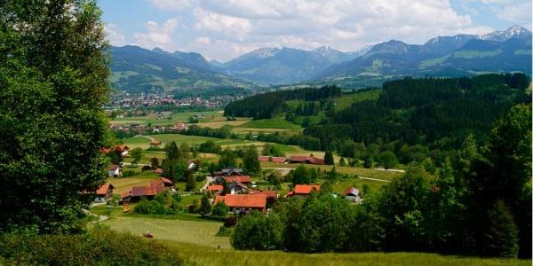 Aussicht auf Bettenried und das Ostrachtal mit Bad Hindelang und Oberjoch