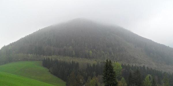 Das Kruckenbrettl wird noch von dicken Nebelschwaden verhüllt.