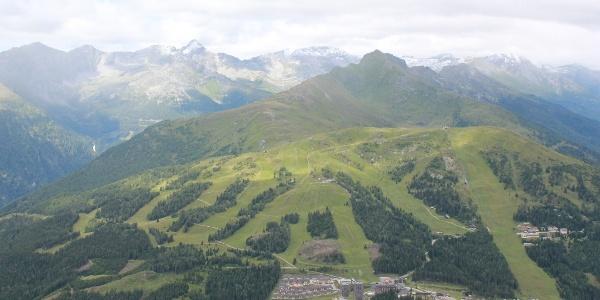 Ausblick vom Aineckgipfel auf Tschanek und Katschberghöhe