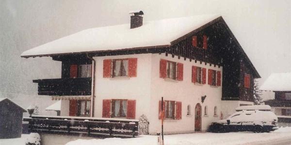 Hausansicht-Winter