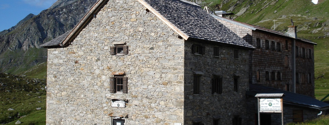 Rostocker und Essener Hütte vom Aufstiegsweg