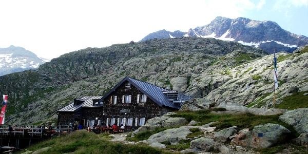 Magdeburgerhütte mit Schneespitze