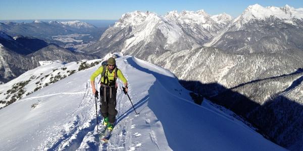 Super Ausblicke ins Karwendel vom Grat zur Seefelder Spitze.