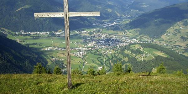 Blick vom Gipfel auf den Sterzinger Talkessel