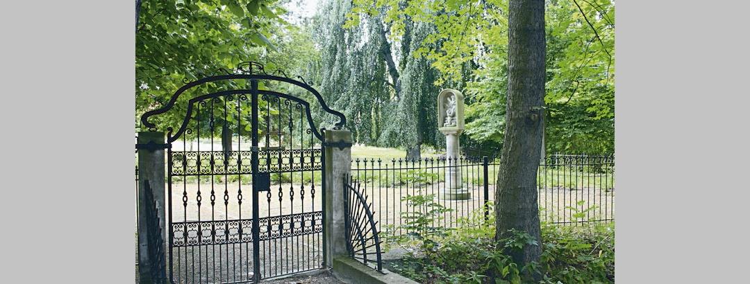 Park mit Moenchssaeule in Ragewitz