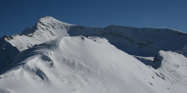 Der prächtige Kraxentraqer: ebenso ein Klassiker unter den Skitourenzielen.