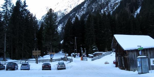 Parkplatz am Beginn der Rodelbahn auf die Gleirschalm