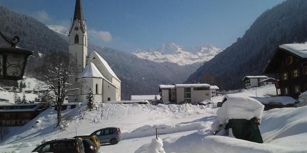 Blick auf die Lobspitze und Kirche Hl Nikolaus