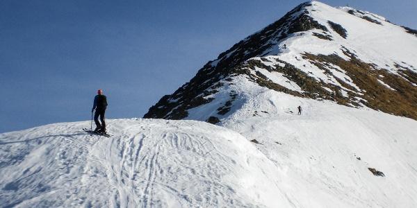 Sattel, im Hintergrund der Gipfel des Gr. Bösenstein