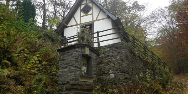 Bremm Mountain Chapel on the ascent to the Calmont Cross