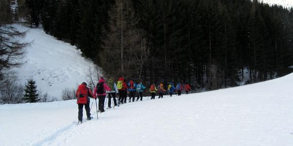 Start der Tour im flachen Talboden entlang des Seebaches.