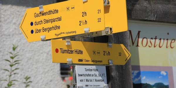 Parkplatz bei Hohenberger Kirche
